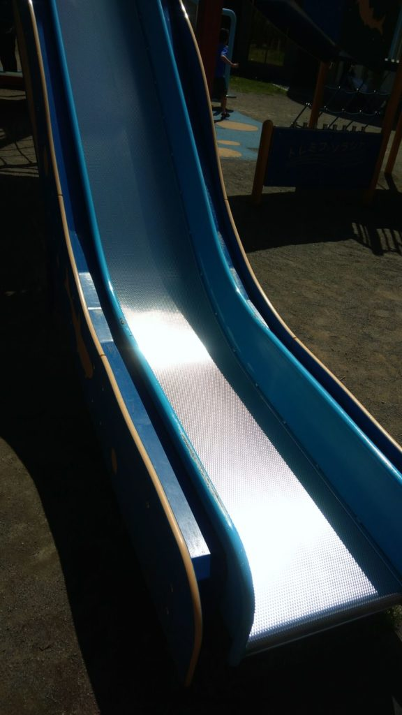 サーモンパーク千歳屋外遊び場の滑り台